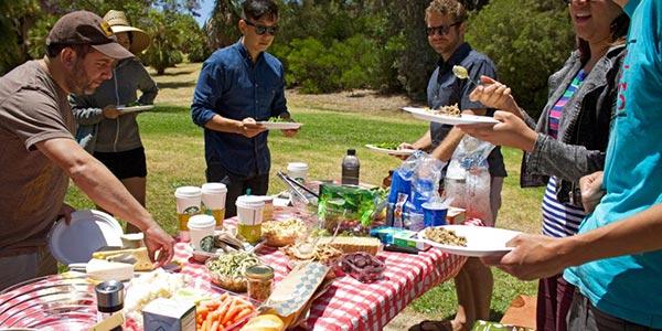 Piknikezés barátokkal