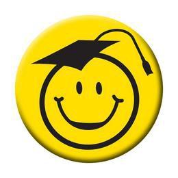 Kalapos Smile Fej Sárga Kitűző Ballagásra - 5,5 cm
