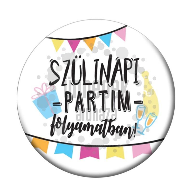 Szülinapi Partim Folyamatban Parti Kitűző - 5,5 cm