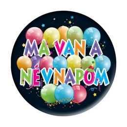 Ma van a névnapom Feliratú Léggömb Mintás Kitűző - 5,5 cm