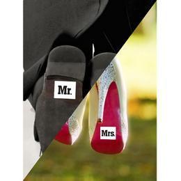 Vicces Esküvői Cipőmatrica Mr. És Mrs. Felirattal - 2 db-os